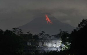 Gunung Merapi 10 Kali Luncurkan Guguran Lava Pijar