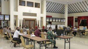Bupati Hendy Siswanto Rakor Secara Virtual Dengan Gubernur Jawa Timur terkait PPKM Darurat